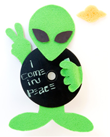 Make Your Own Magnetic Alien Message Board, Craft Idea | MisterArt.com